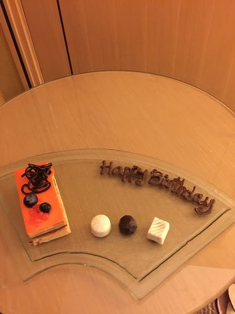 Holiday Inn Bangkok Silom: Birthday Cake