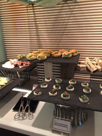 Holiday Inn Bangkok Silom: Food items served at the executive lounge