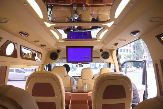 Cat Ba Ventures: Nội thất bên trong xe