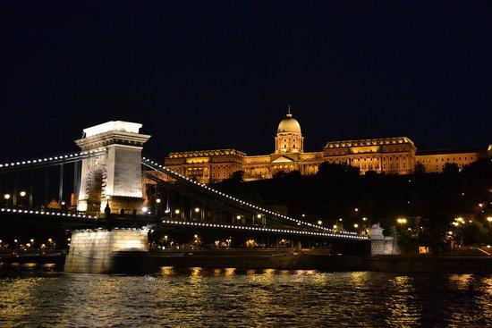 Budapest River Cruise: Подплываем к Будайскому замку!!!