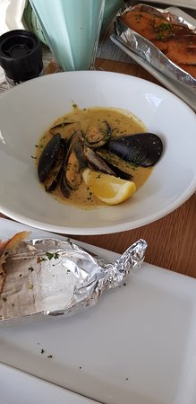 Sabria's: Mussels in Garlic Sauce.. yummy