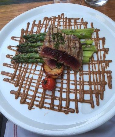 Casanis Bistrot Restaurant: Tuna Steak at Casanis