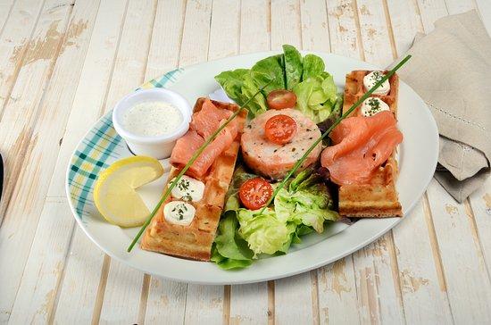 Moissy-Cramayel, France: Salade Gaufre Nordique