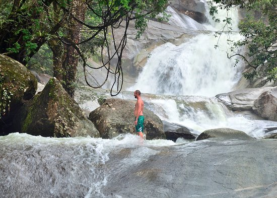 Josephine Falls: Above the lower swimming hole