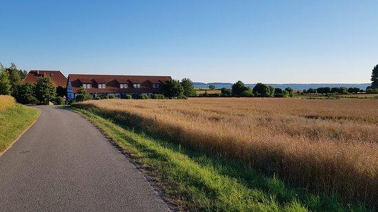 Sagard, Tyskland: Herrliche Lage in den Feldern am Bodden