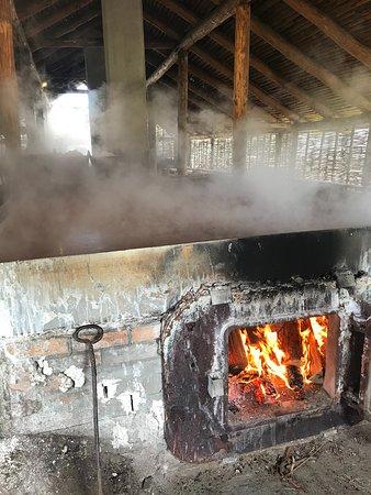 Laesoe Saltsyderiet: Sydekarene opvarmes med brænde