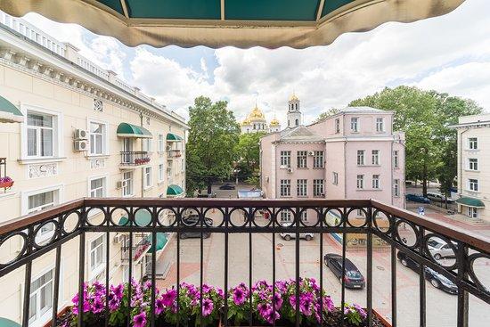"""Ukraina Hotel: Номер категории """"Стандарт Дабл"""" (вид из окна может отличаться в номерах одной категории)"""