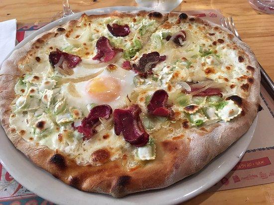 Trattoria Il Cerreto: La Pontoise... sauce crème, raviolis, magret de canard, oeuf
