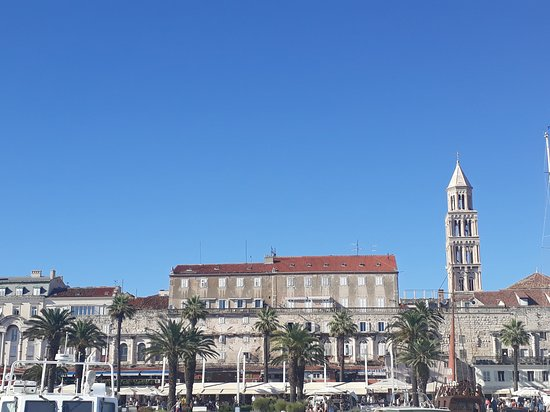 Comté de Split-Dalmatie, Croatie : Split from waterfront....beautiful palace of an Roman emperor