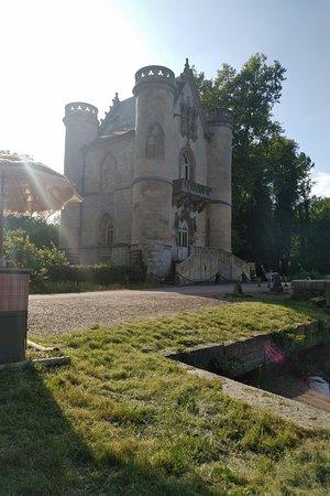 L'Étang D'art: Vue sur le château