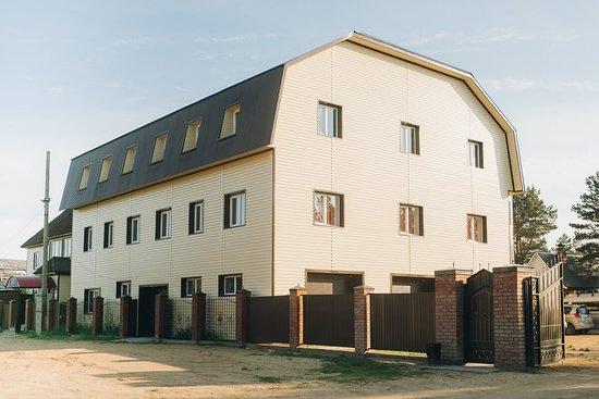 Ust-Barguzin, Rússia: Заезд на территорию гостевого дома