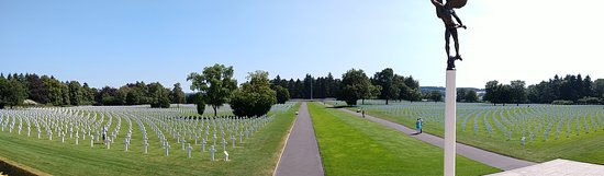 Henri-Chapelle, Bélgica: overzicht op de begraafplaats vanaf de ingang