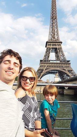 Viagem Paris: Nossa Dama de Ferro com nossos clientes Mayra e Luis de Curitiba....