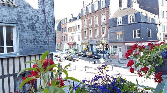 Maisons-Alfort, Frankrike: Vista do hotel na Cidade de Honfleur......