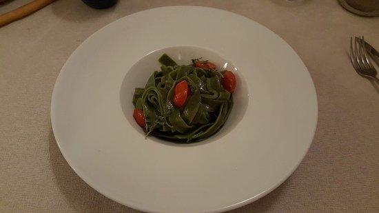 Locanda Casa Costa: Tagliatelle di spinaci con burro al timo e pomodori confit