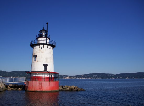 Tarrytown, NY: You can see the lighthouse from the park. You just have to walk a bit.
