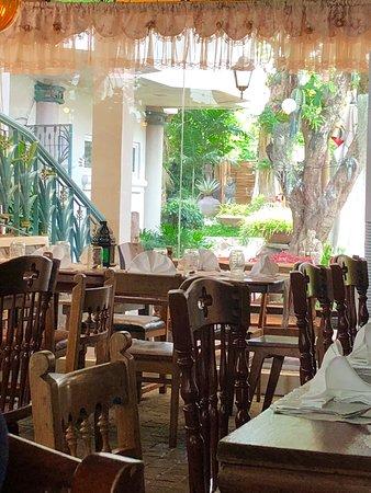 Casa Soriano Family Heirloom Cuisine: Dining area