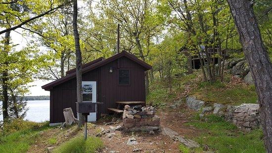 DeWolf Point State Park: Cabins