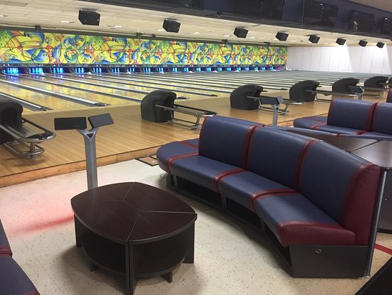 HeadPinz: 32 lanes of state-of-the-art bowling entertainment