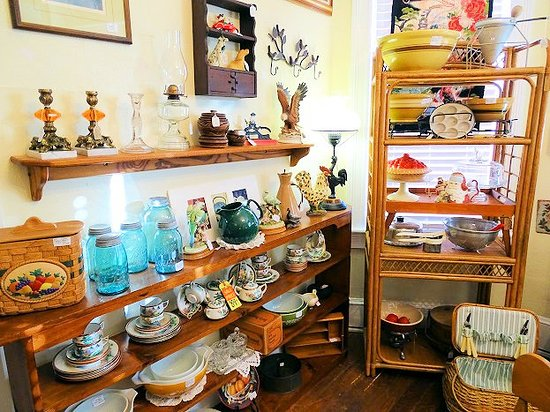 A Step Back In Time Antiques照片