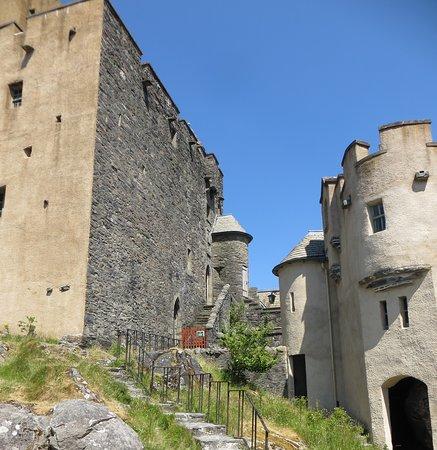 Eilean Donan Castle: Inside the walls.