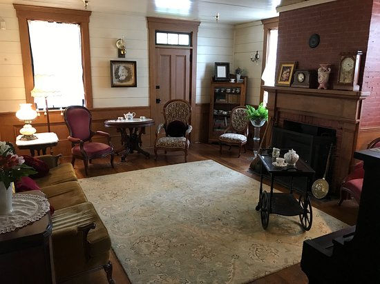 Wolf Creek, OR: The Women's Parlor