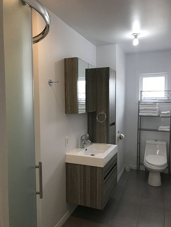 Saint-Mathieu-de-Rioux, Canada: Cabine deluxe pour 6 chambre de bain
