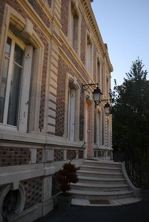 La Villa De La Paix : entrance