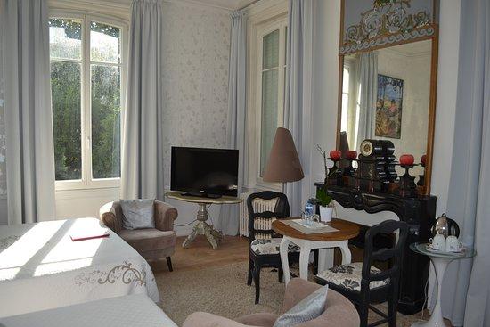 La Villa De La Paix : charming room