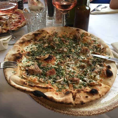 Caprice Pizzeria Ristorante: Meget lækre pizzaer.