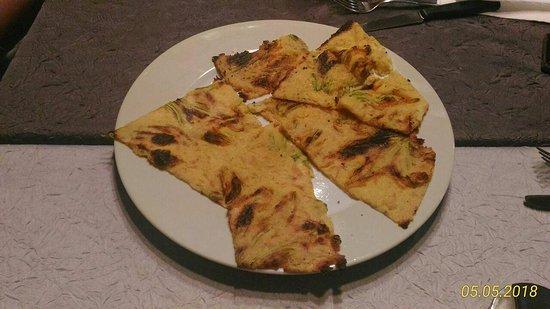 Pizzeria Capolinea 2.0: Farinata con fiori di zucca