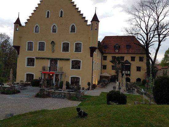 Hopferau, Германия: Herrliche Lage im Schlosspark
