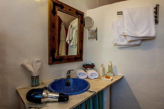 Cartajima, İspanya: Ecological olive oil produts, robes and slippers