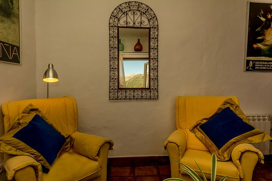 Cartajima, İspanya: Two comfy chairs to relax in and watch the view outside