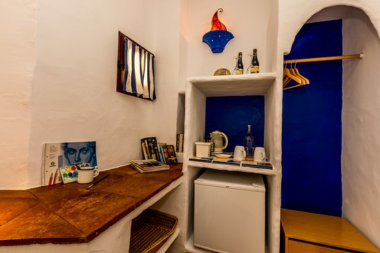 Cartajima, İspanya: Every room is equipped with tea, cafetiere, sodas, wine ...