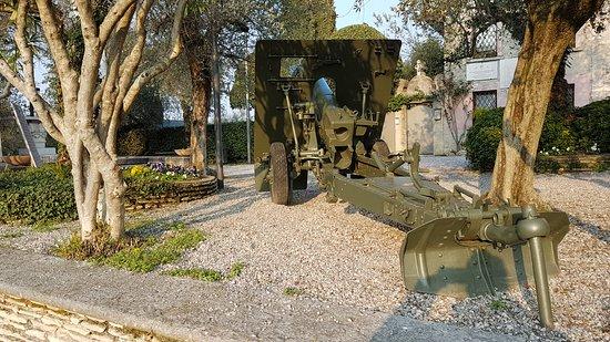 Chiesa di San Pietro in Mavino: cannone