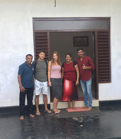 Mihintale, Sri Lanka: Us with the hotel staff