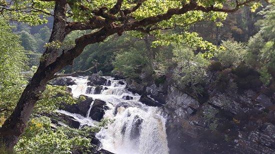 Contin, UK: Wilder Wasserfall