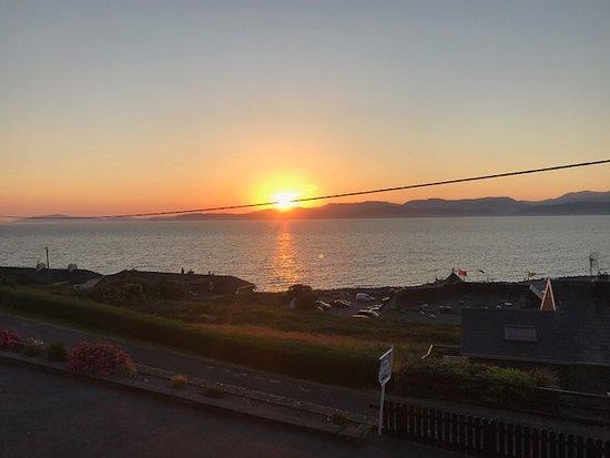 Rossbeigh Beach House B&B: Beautiful sunset!