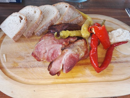 Dolni Bojanovice, Tsjekkia: Klasika...ořez z vepřového kolene, křen, hořtice,beraní rohy, chléb.