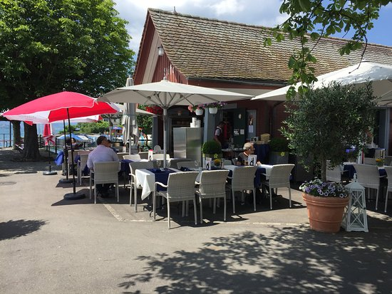 Maennedorf, Sveits: Cafe-Bistro Schiffsteg on Lake Zurich
