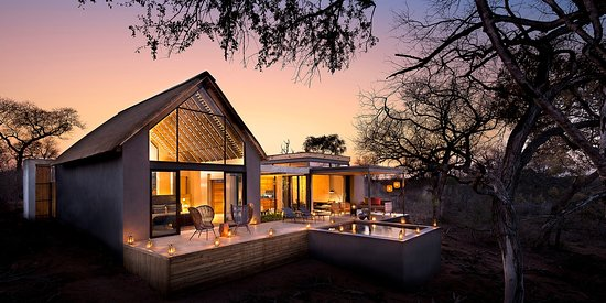 Camps Bay, Sudáfrica: Lion Sands Ivory Lodge - modern elegance blending seamlessly with nature