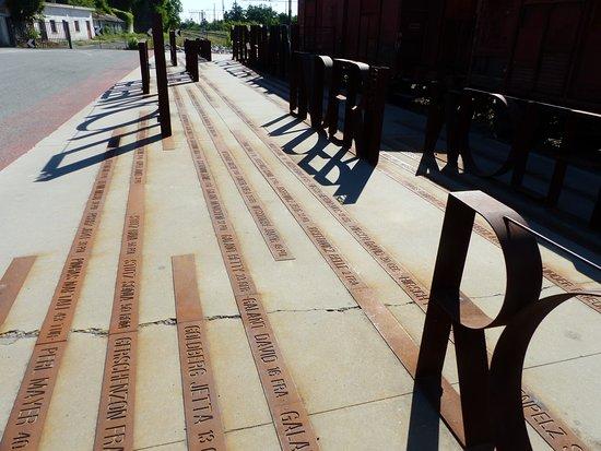 Memoriale della Deportazione: La piastra con i nomi dei deportati