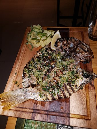 2 Fishes Samui: Grilled fish was to die for!!!
