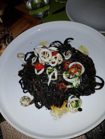 2 Fishes Samui: Squid ink pasta was different and delicious!!