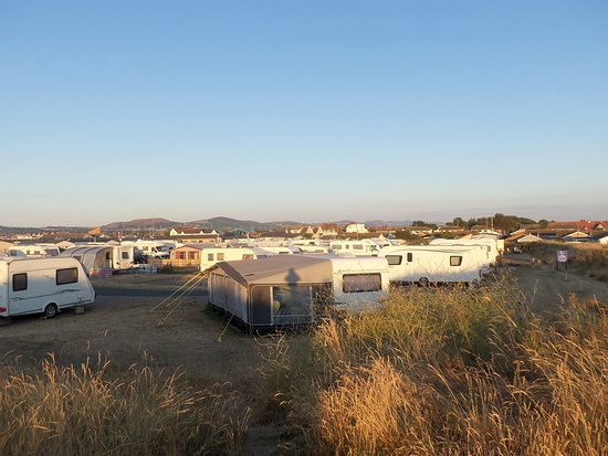 Kinmel Bay, UK: View from the sand dunes towards the shower block