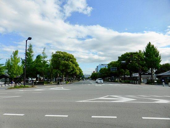 Otemae Street: Wide street