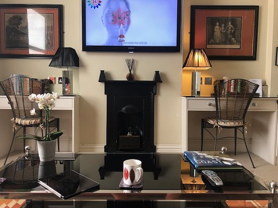 Gilbey's Bar & Restaurant - Eton : Flast Screen TV and Writing Desks