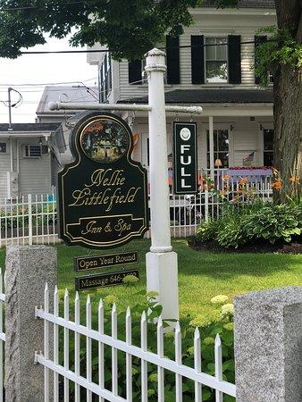 Nellie Littlefield Inn & Spa: We filled the Inn!!