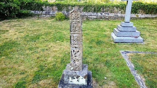 West Tanfield, UK: Ancient tombstone